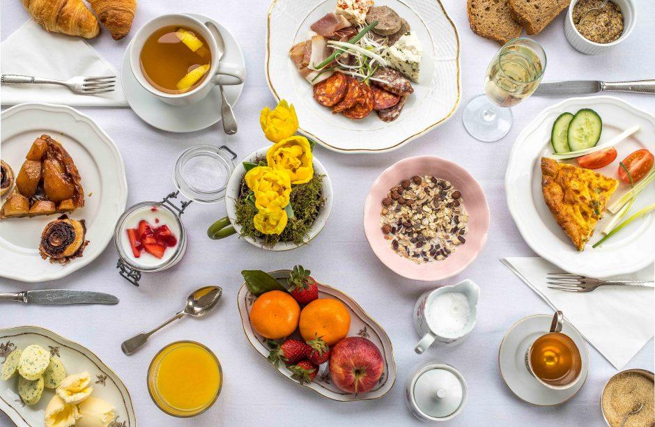 Gazdag reggelik, ízletes házi termékek, gourmet fogások